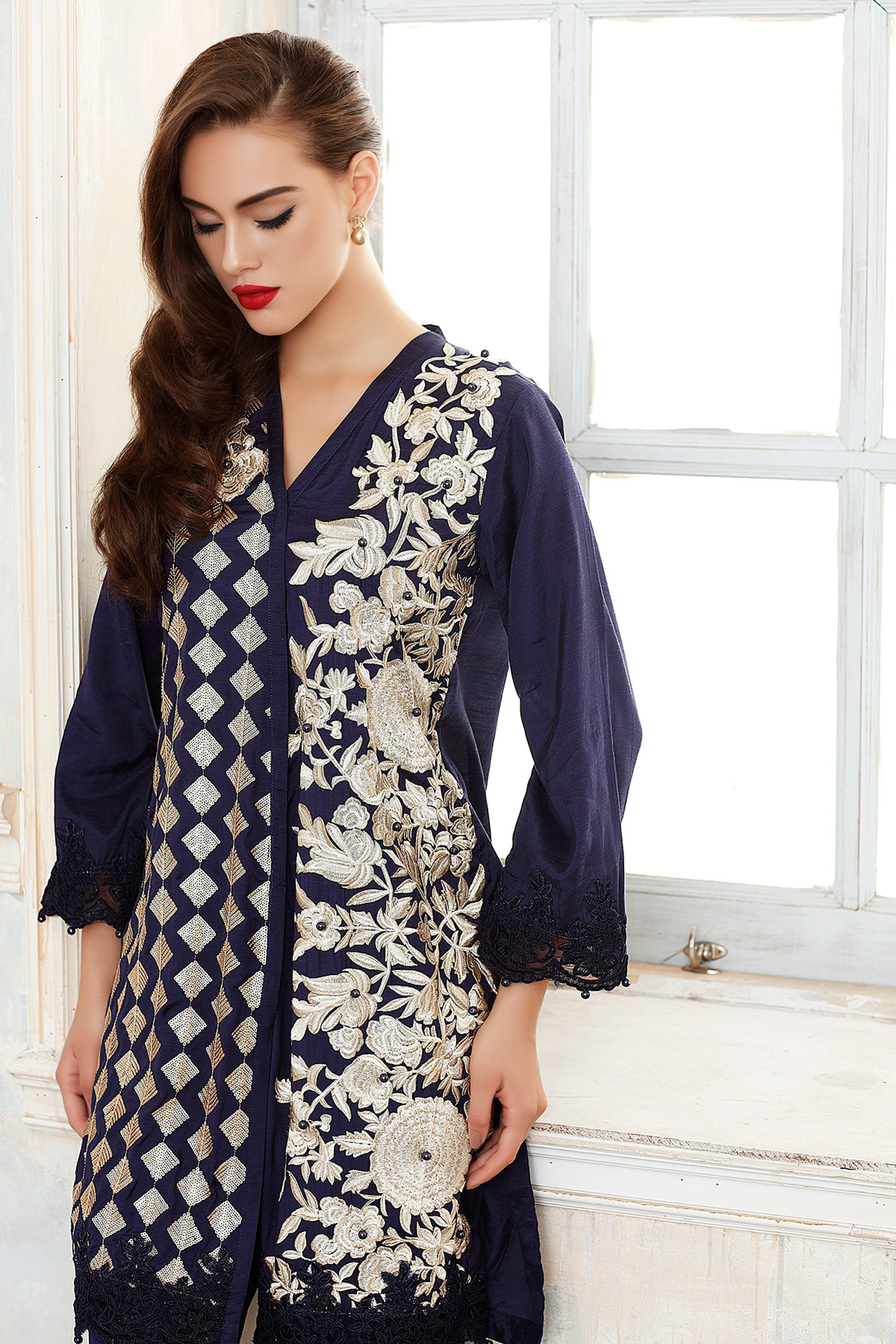 EMBROIDERED SILK SHIRT WITH DUPATTA