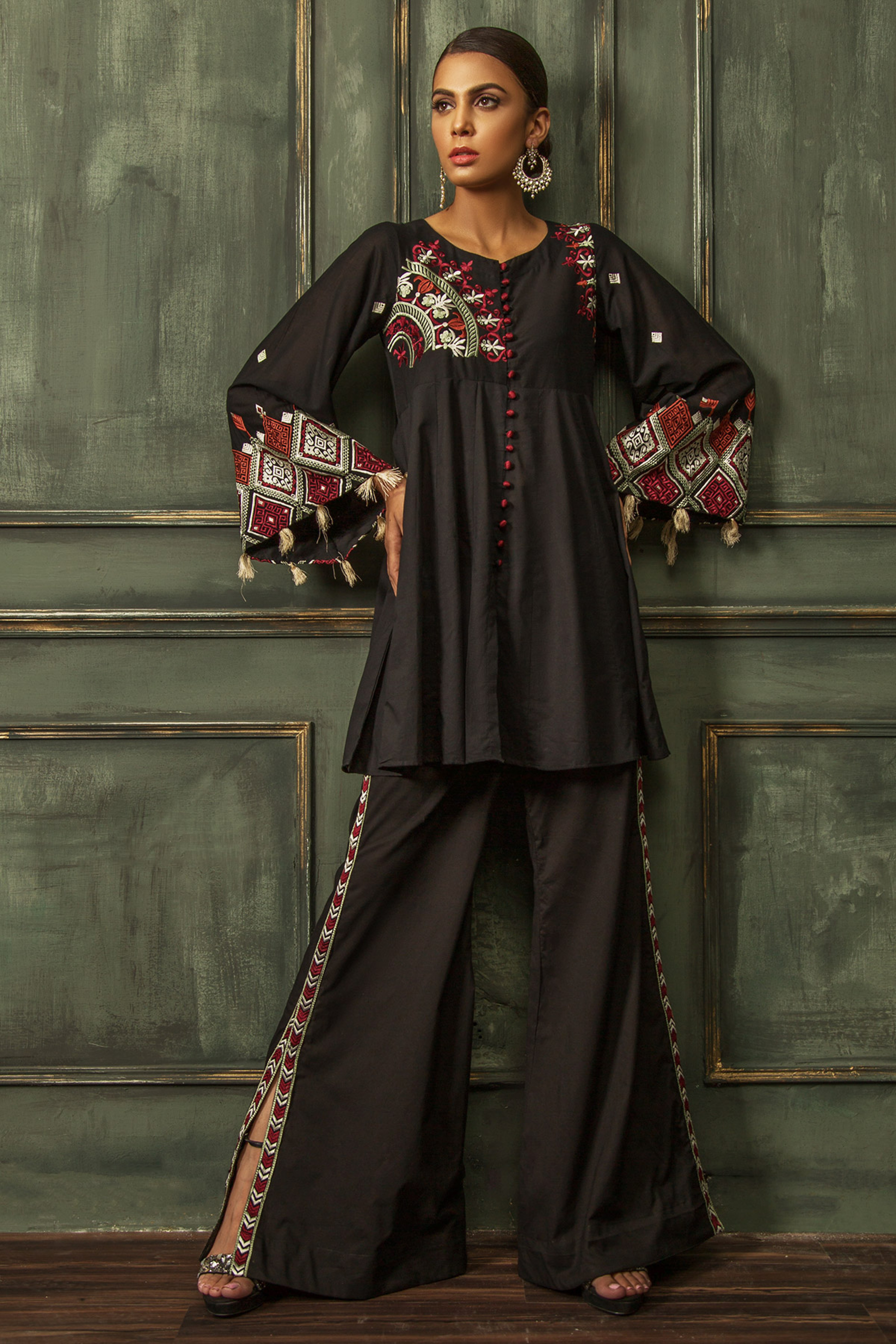 EMBROIDERED KURTA & TROUSER