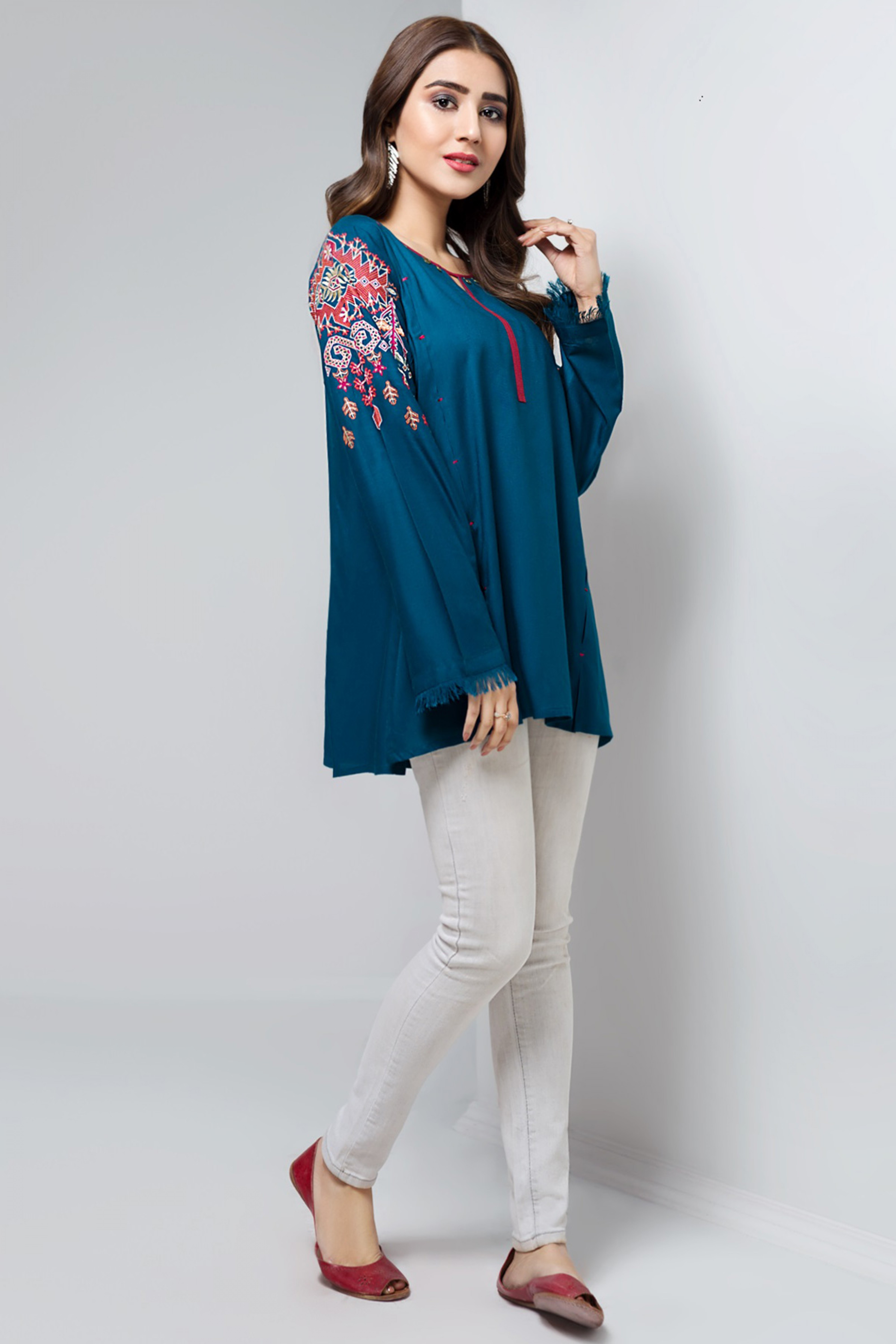 IRIS PUNCH(Embroidered Top)