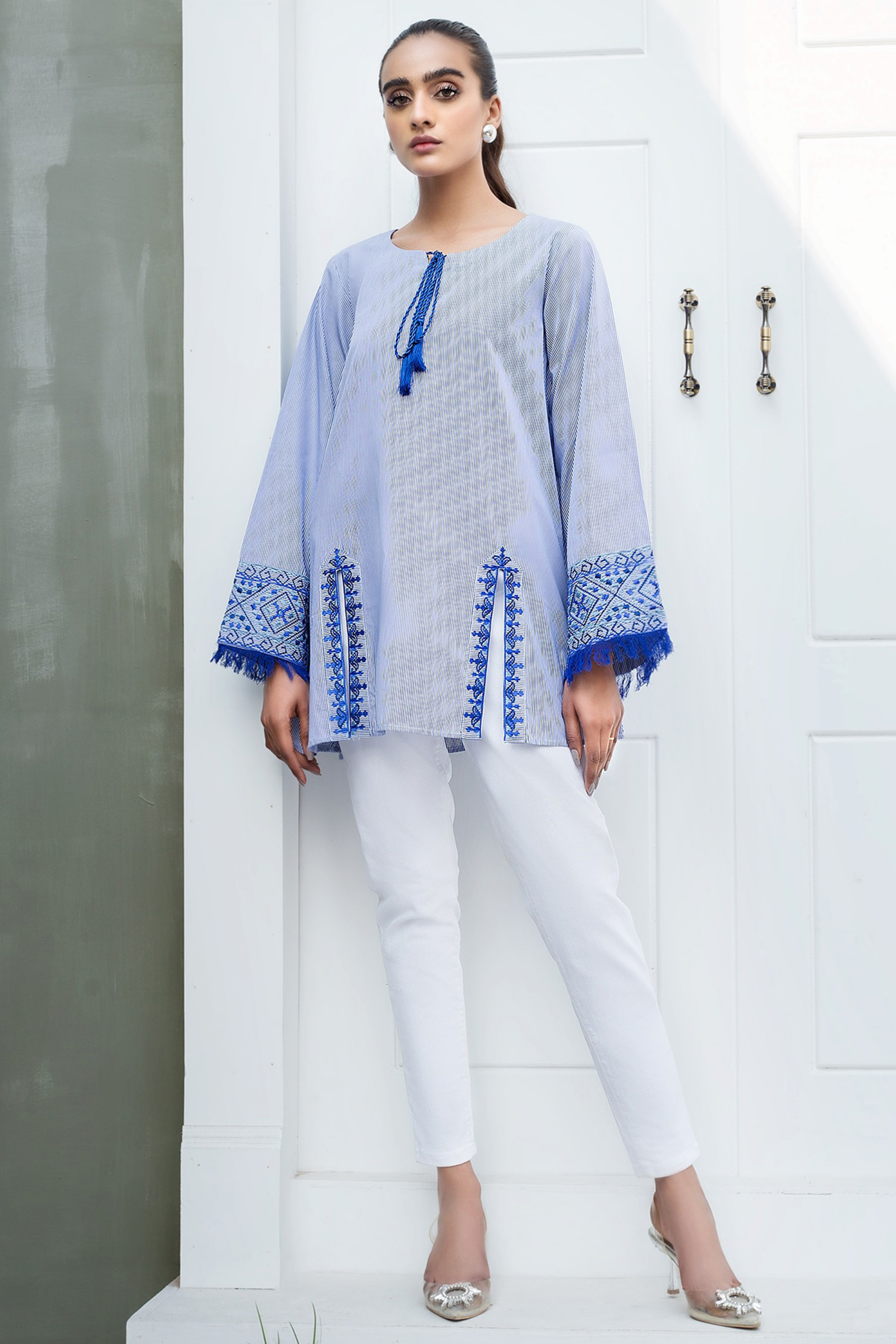 OLWEN(Embroidered Top)